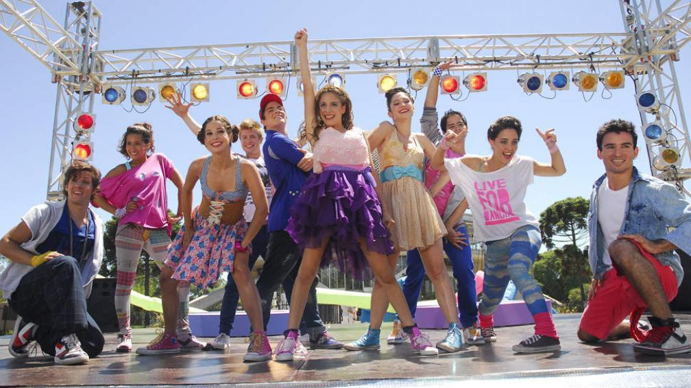 Todo el elenco de 'Violetta', un éxito entre el público formado por niños y jóvenes.