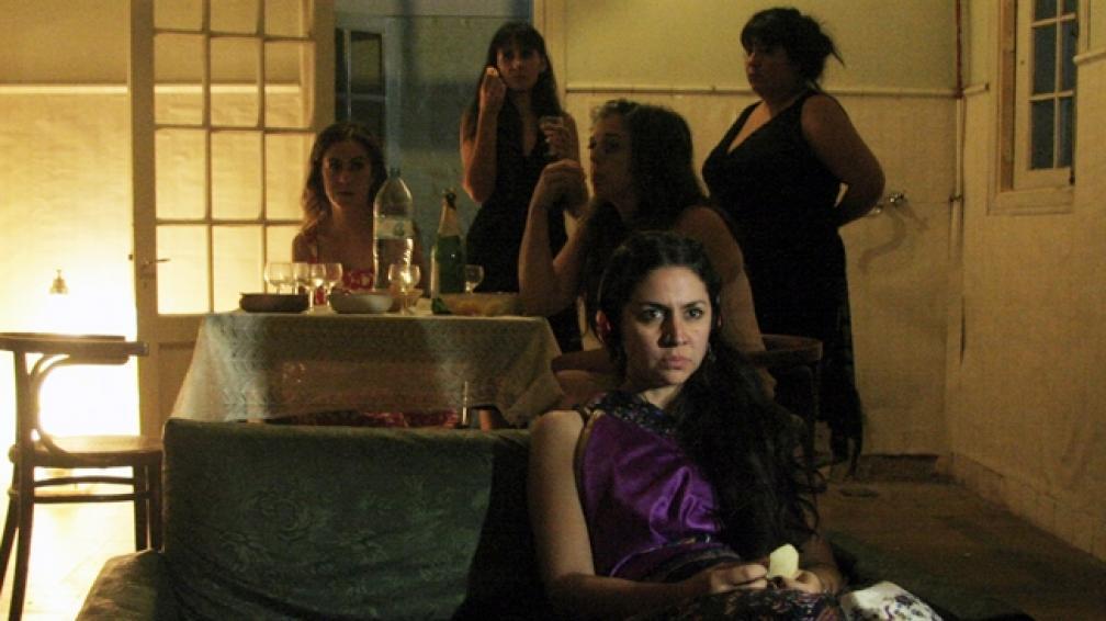 'Año seco' es una creación de Eugenia Hadandoniou, en base a historias de las actrices y propias.