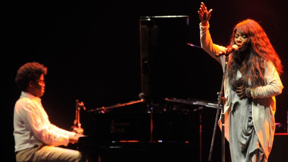 El maestro Iván 'Melón' Lewis acompañó a Buika al piano (fotografías de Facundo Luque).