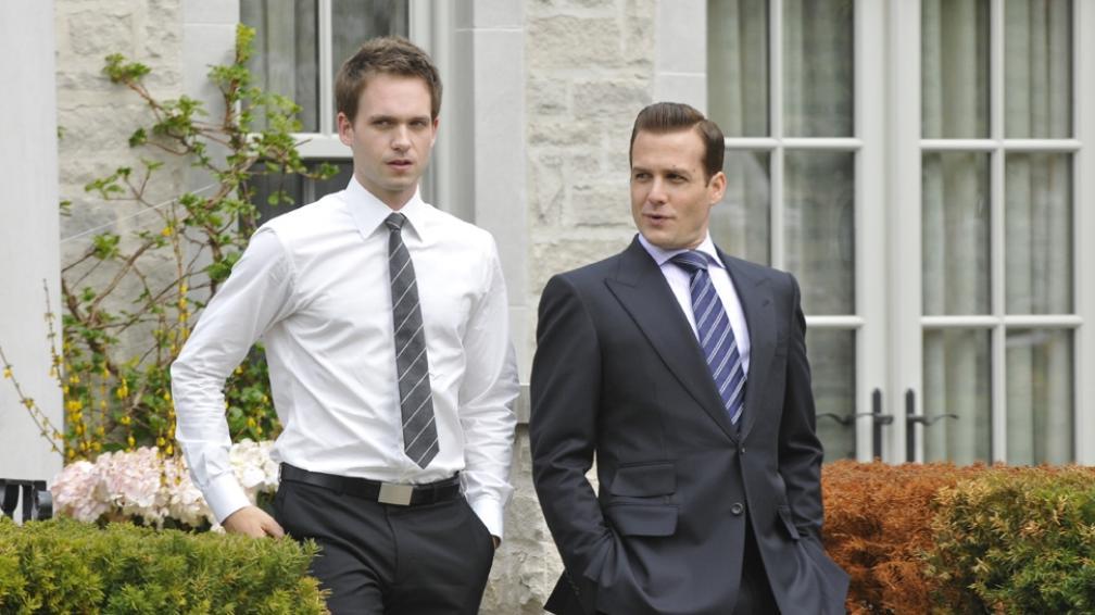 'Suits' es una serie sobre abogados, con dos personajes muy distintos.