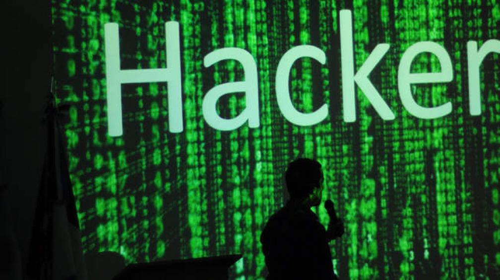 Charla de Federico Pacheco acerca de los diferentes tipos de hackers (foto: gentileza Luciana Macagno Grifasi).