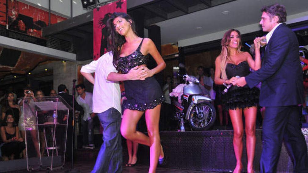 Solange Gómez se animó a bailar cuarteto arriba de las tablas.