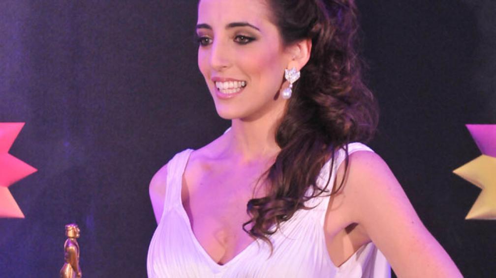"""Paula Kohan recibió el primer premio de la noche como """"Revelación"""". (Foto: DyN)"""