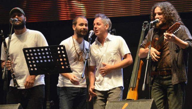 La banda Arbolito presenta su folklore fusionado en el Comedor Universitaario.