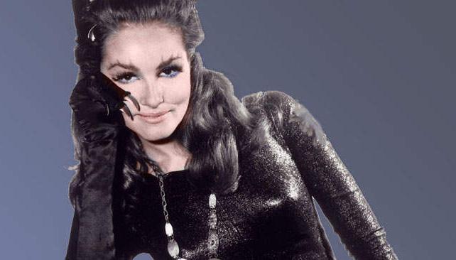 Julie Newmar fue Gatúbela en la serie de tevé de los años 60 y fue la señorita Kit Kat en la primera película.