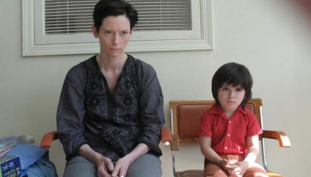Tilda Swinton hace un trabajo excepcional en 'Tenemos que hablar de Kevin'.