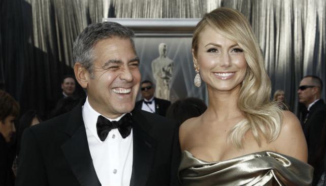 George Clooney y su novia, elegantes.