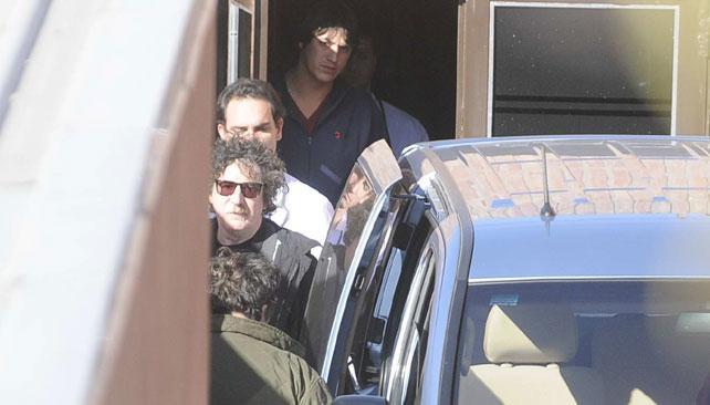 """Charly se retira de la clínica tras sufrir un """"pico de presión"""". Foto: Facundo Luque/LaVoz."""