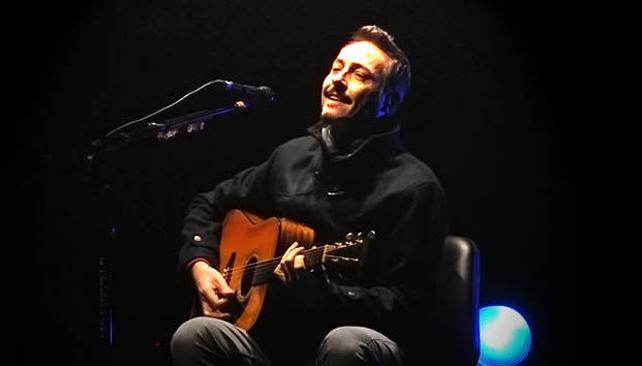 Aznar emocionó con las canciones del Flaco. Foto: Clarín.