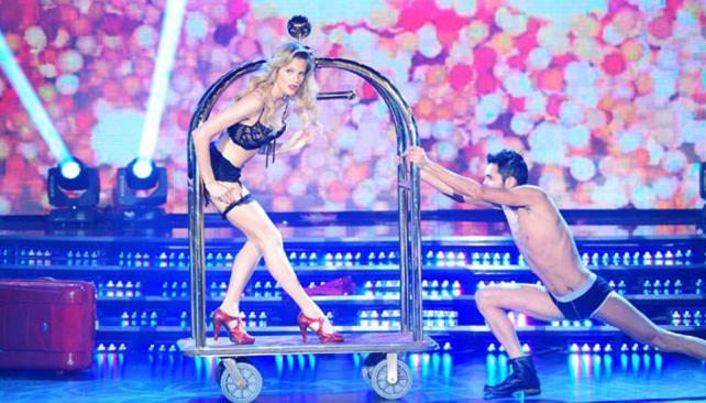 Liz Solari maravilló al jurado con un sensual y elegante strip dance.