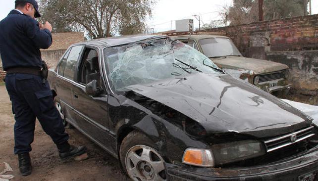 Así quedó el auto tras el accidente. Foto: La Voz del Interior