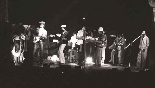Patricio Rey y sus Redonditos de Ricota en una de sus primeras presentaciones. La foto fue tomada en el Teatro Lozano de La Plata, en 1978. Foto, gentileza Quique Peñas.
