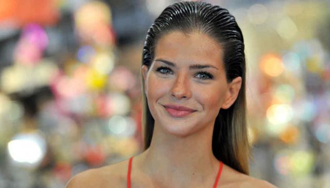 La actriz vino a Córdoba en plan de moda.
