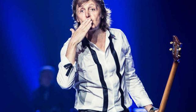 Paul McCartney saludando en su última gira, el año pasado. Foto: Facebook del artista.